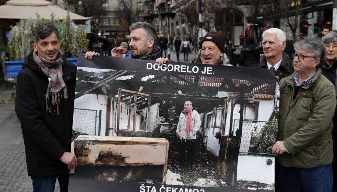 Serbijas žurnālisti protestē pret mediju brīvības pasliktināšanos