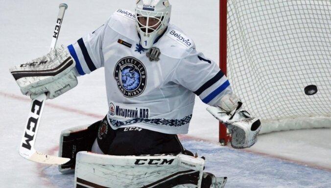Minskas 'Dinamo' vārtsargs Enrots diskvalificēts par sitienu pretiniekam ar cimdu