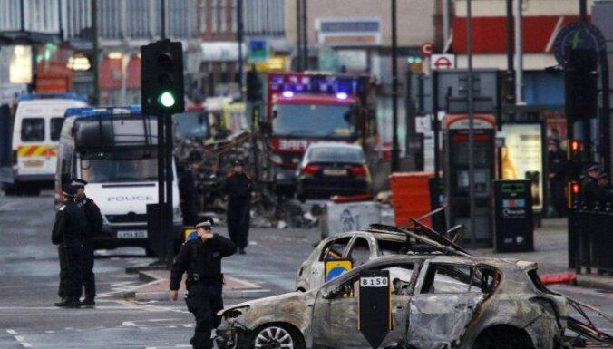 В нескольких районах Лондона вновь вспыхнули беспорядки