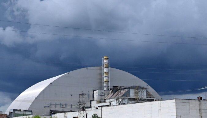 Uzsprāgušajā Černobiļas reaktorā briest jaunas problēmas