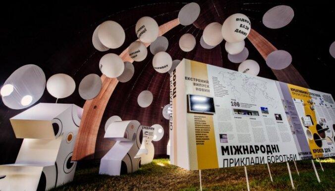 Foto: Pat tanka dzinējs – kā 'Korupcijas parks' Ukrainā deldē korupcijas kultūru