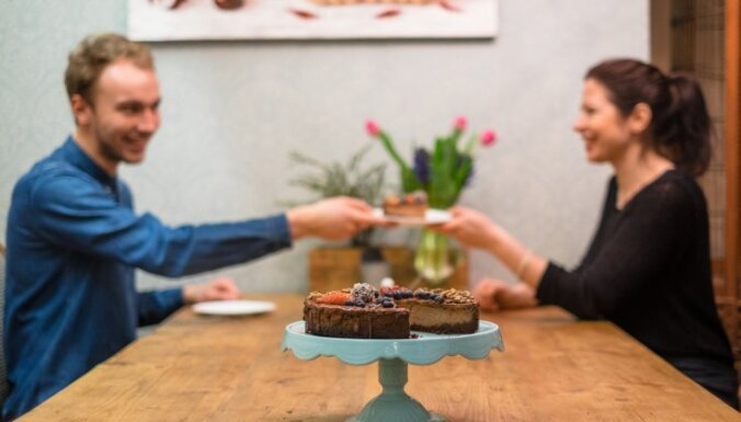 Eksperiments virtuvē: vai vīrietis bez kulinārās pieredzes var izcept siera kūku