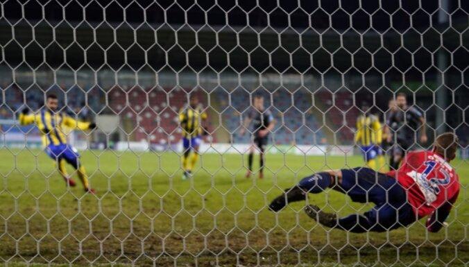 'Riga' futbolisti panāk kopvērtējuma līderi RFS; 'Ventspils' neuzvarēto spēļu sērija turpinās
