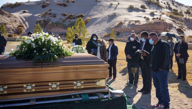 Covid-19: Smagi cietušajās ASV sasniedz jaunus mirušo un inficēto rekordus