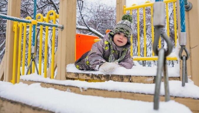 Neatbilstības katrā pārbaudē – veicinās bērnu drošību spēļu laukumos