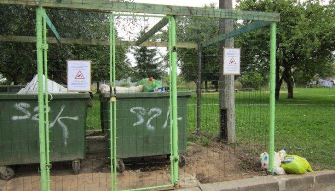 Суровые латгальские домовладельцы защитили мусорные баки видеонаблюдением (видео)