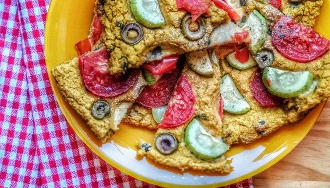 Kraukšķīgā, dzīvespriecīgā, karstā itāliete – kukurūzas miltu pica