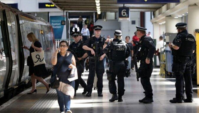 Лондон: из поезда украден чемодан с драгоценностями на миллион долларов