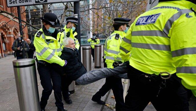 Covid-19: в Лондоне задержаны десятки противников карантина, предрождественская Европа ждет покупателей