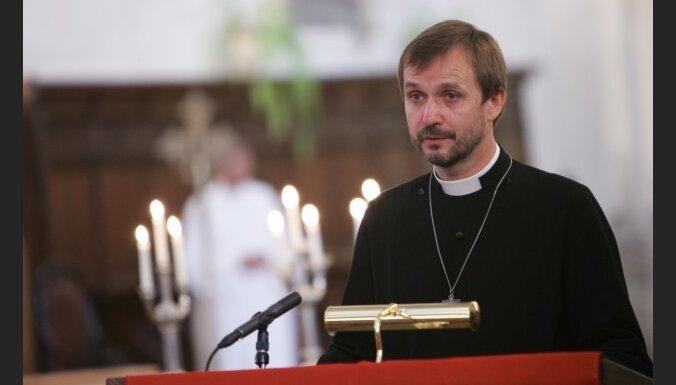 Vanags rosina kristīgās konfesijas vēl vairāk tuvināties