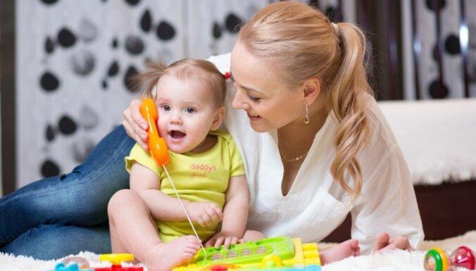 Psiholoģe: jebkāda vērtēšana traucē bērnam izaugt par optimistu