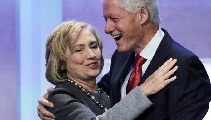 Клинтоны заработали около 140 миллионов долларов за восемь лет