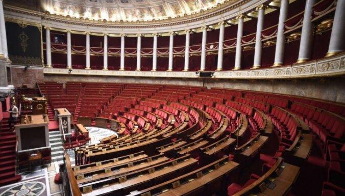 Francijas parlamentā sākas debates par konstitūcijas grozījumiem terorisma apkarošanai