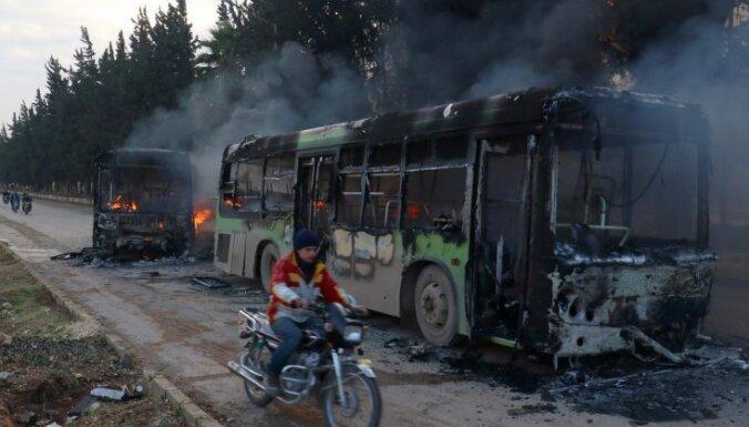 Kara noziegumi Alepo: Aplenkuma laikā sabombardētas pilnīgi visas slimnīcas