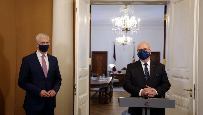 Prezidents izsludina likuma grozījumus, kas ļaus sodīt par mutes un deguna aizsega nelietošanu