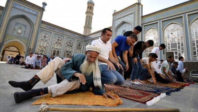 Tadžikistānā 2000 mošejas pārveido par tējnīcām, bērnudārziem un frizētavām
