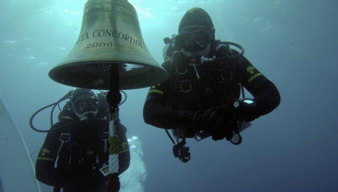 С затонувшего лайнера Costa Concordia украли рынду