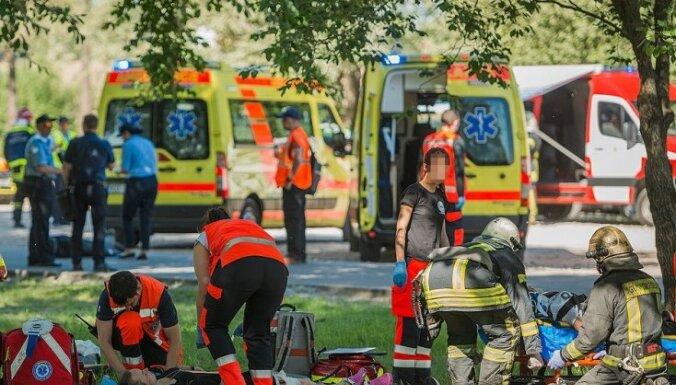 ФОТО. На Луцавсале инсценировали теракт: машина наехала на толпу