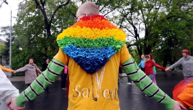 Латвийские геи потребовали уволить министра юстиции; премьер не согласен
