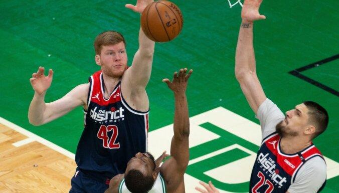 Bertānam nekrīt tālmetieni; 'Wizards' otrajā puslaikā nespēja apturēt Teitumu un 'Celtics'