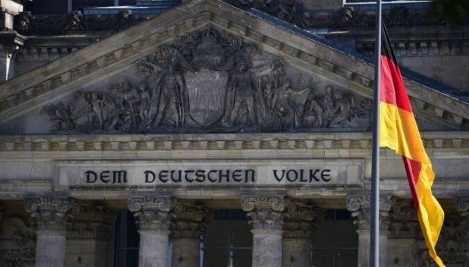 Vācijas valdošās koalīcijas partijas zaudējušas tūkstošiem biedru, atklāts pētījumā
