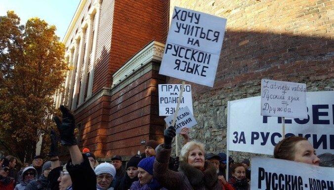 Krievvalodīgie vecāki vāc parakstus par krievu valodas saglabāšanu izglītībā