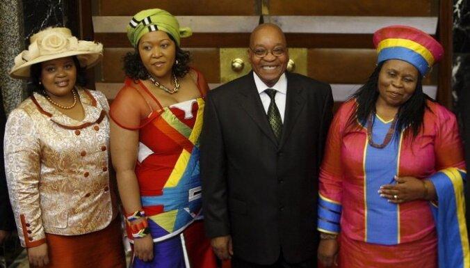 Президент ЮАР в шкуре леопарда принес в жертву 12 коров