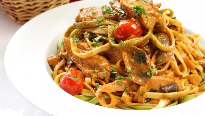Garšīgais 'duets' – makaroni un tuncis: 10 receptes vakariņām uz ātru roku