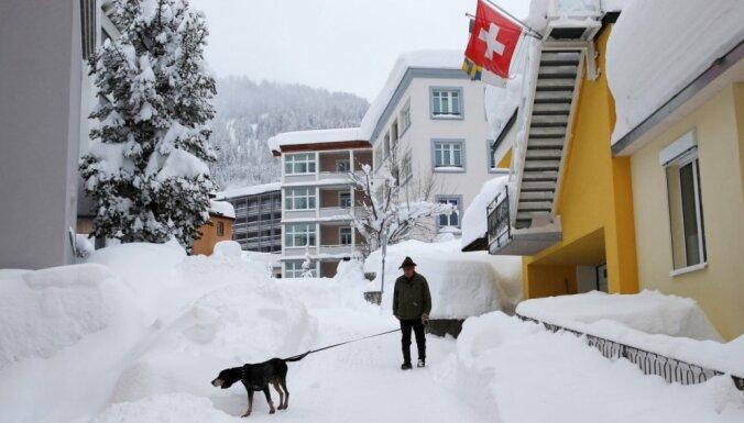 На Давос обрушился снегопад: не все мировые лидеры успеют к началу форума