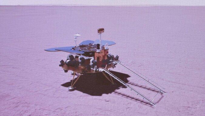 Ķīnas pašgājējs robots pirmoreiz nolaidies uz Marsa