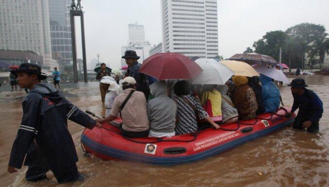 Стихийное бедствие в Индонезии: затоплен дворец президента
