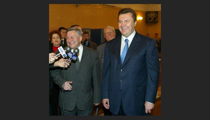 Pēc vairāk nekā puses balsu saskaitīšanas Ukrainas prezidenta vēlēšanās vadībā ir Janukovičs