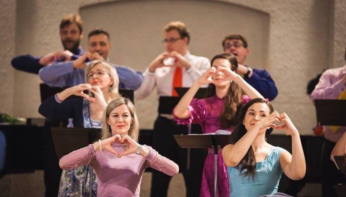VAK 'Latvija' mākslinieki izdziedās svētku koncertprogrammu bērniem