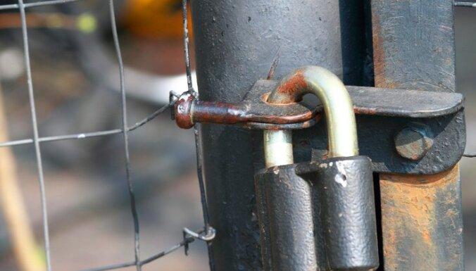 Vides prasību neievērošanas dēļ Rožupē slēdz 'Līvānu Karbons' kokogļu ražotni