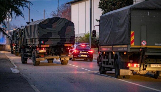 'Covid-19': Itālijā mirušos pārved ar armijas kravas mašīnām