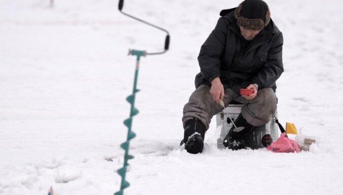 Пограничники задержали на льду Чудского озера группу рыбаков из Латвии
