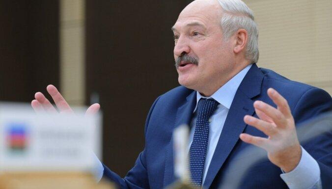 """""""Трактор всех вылечит"""". Лукашенко дал совет, как бороться с коронавирусом"""