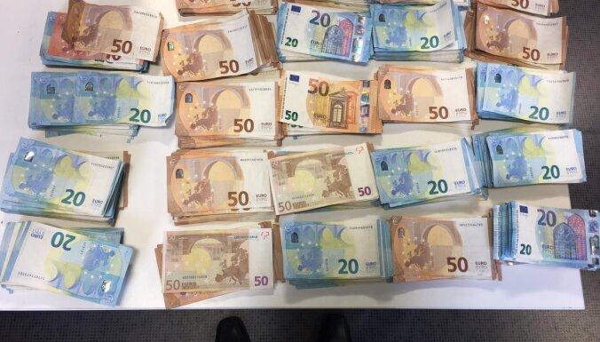 В отмывании денег обвиняются 11 человек, включая бывших сотрудников Swedbank