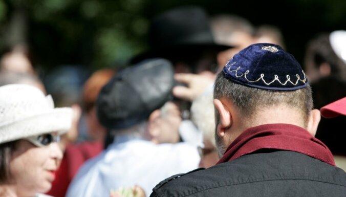 Saeimas komisija pirms rudens sesijas neplāno lemt par likumprojektiem saistībā ar ebreju īpašumu restitūciju