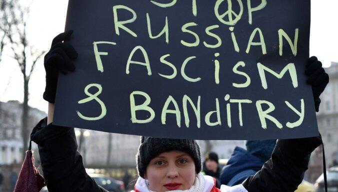 Foto: Minskā opozīcijas aktīvisti protestē pret ciešāku integrāciju ar Krieviju