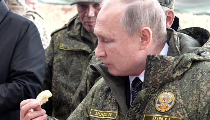 Likums par necieņu pret varu Krievijā: 78% gadījumu sodīti Putina apvainotāji