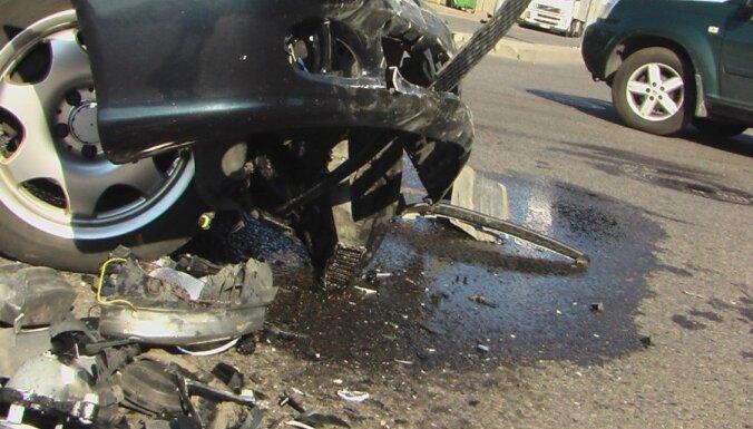 Казахстан: 14 погибших при столкновении автобуса с грузовиком