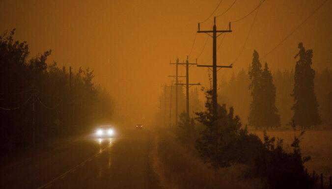 Kanādas lielākā opozīcijas partija lemj neatzīt klimata pārmaiņas