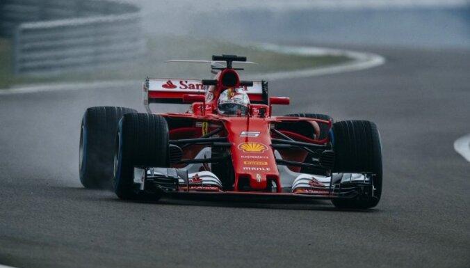 Fetels ātrākais šīs F-1 sezonas pirmajā oficiālajā testu sesijā