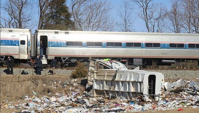 ASV avarējis vilciens ar republikāņu likumdevējiem; viens bojā gājušais