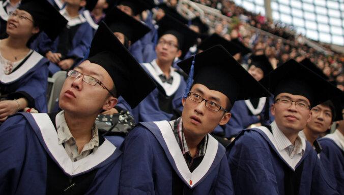 """""""В лежку"""". Почему молодые китайцы все меньше хотят работать"""