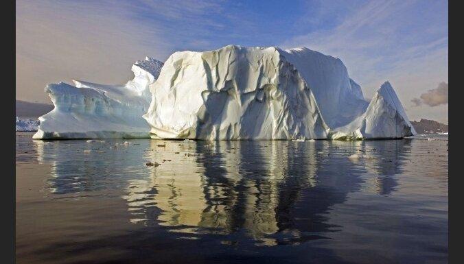 Uz dienvidiem no Austrālijas pamanīts gigantisks aisbergs