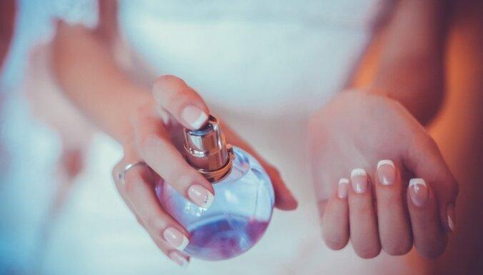 smaržas rokas sieviete