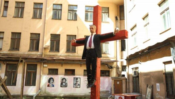 Посольство России о распятой статуе Путина: крайне возмутительно и отвратительно
