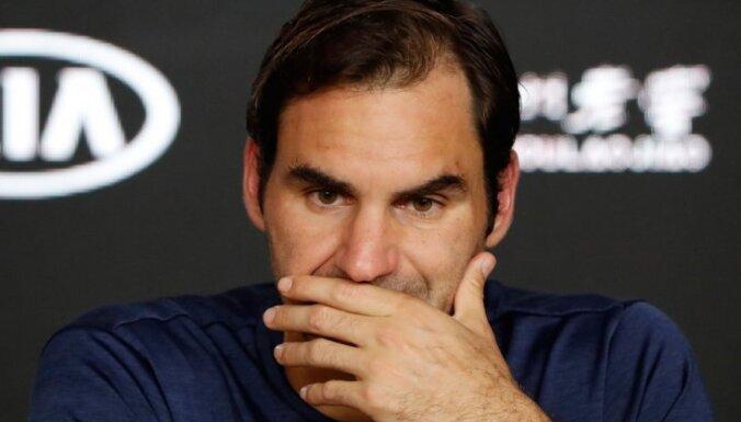 Seškārtējais 'Australian Open' čempions Federers negaidīti apstājas ceturtajā kārtā